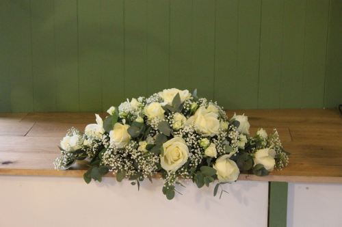 ivory rose top table arrangement