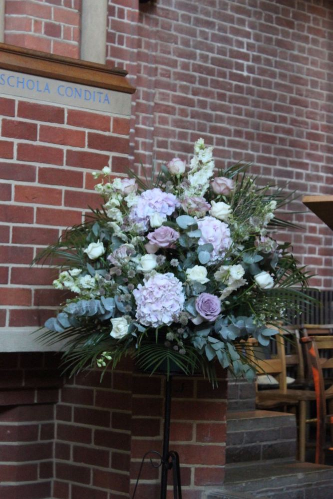 pedestal arrangement ardingly collage chaple