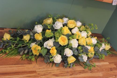 white and yellow rose spray