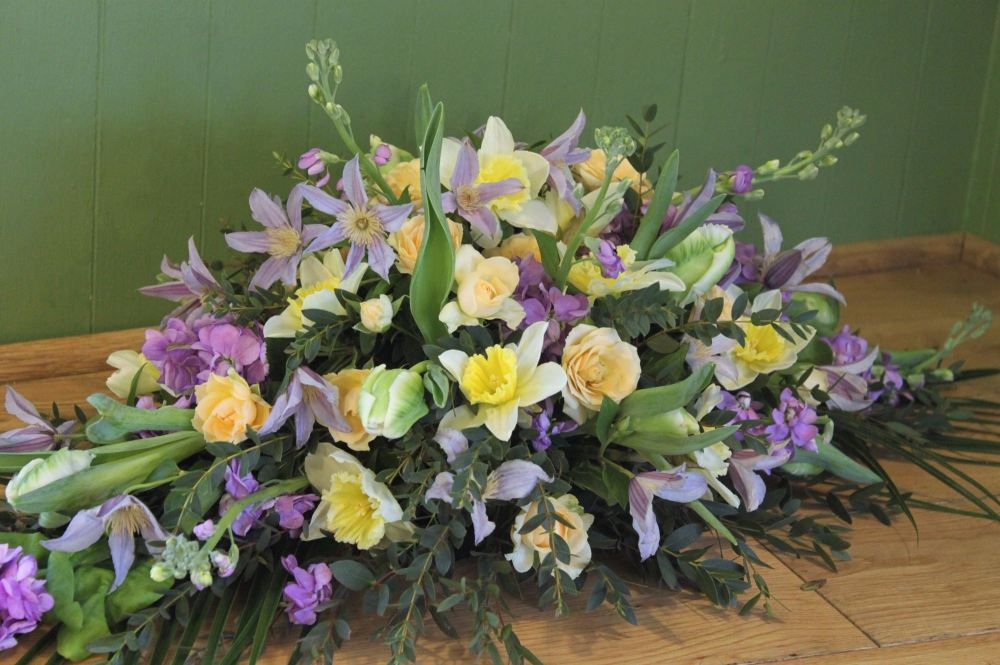 Wedding Flowers East Sussex : Sussex florist delivering casket and coffin flowers