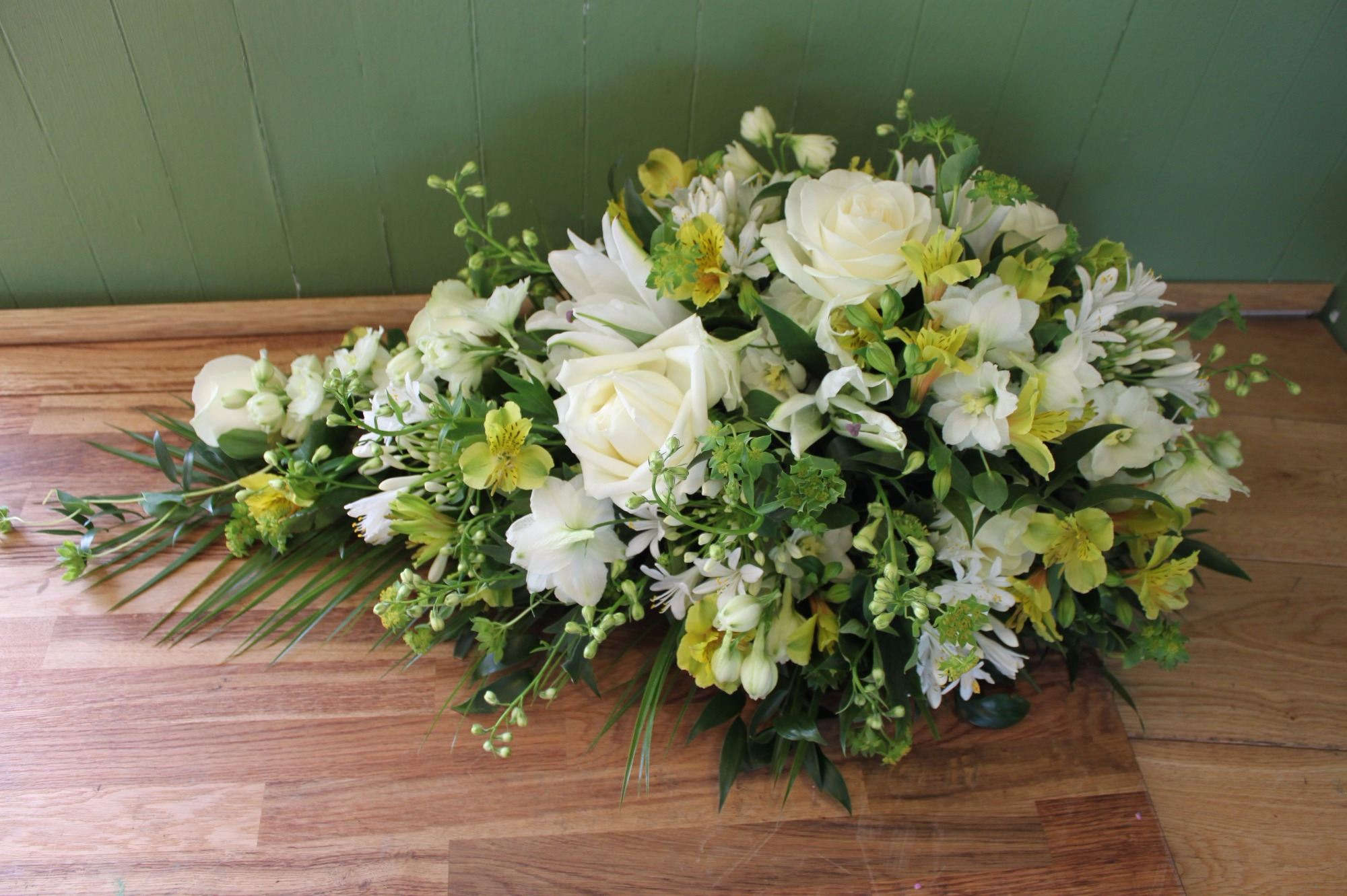 Send Single Ended Spray Funeral Tributes In Sussex
