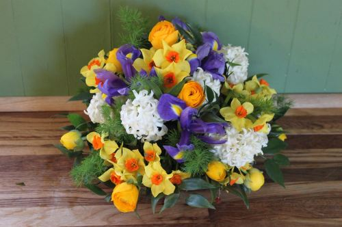 mixed spring posy