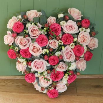 Mixed Pink Rose Closed Heart
