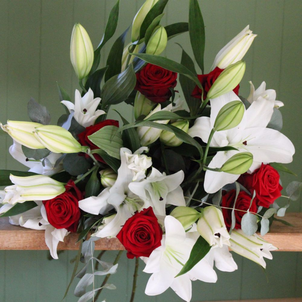 A White Lily and Red Naomi Rose Bouquet