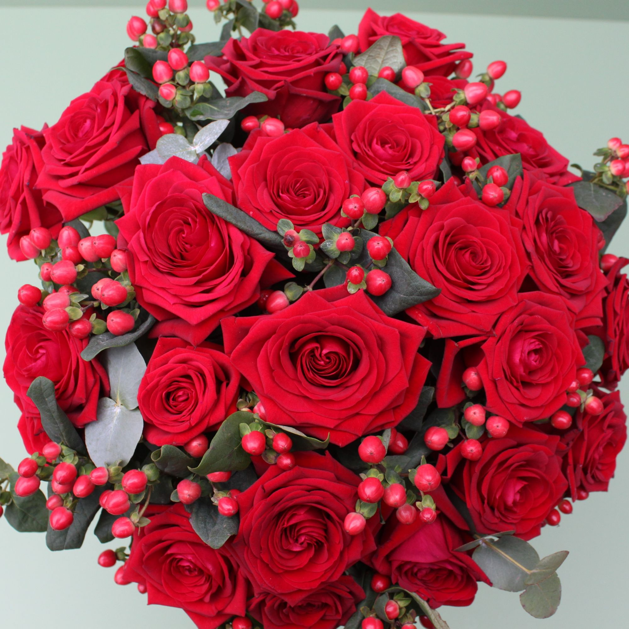 valentines red naomi roses