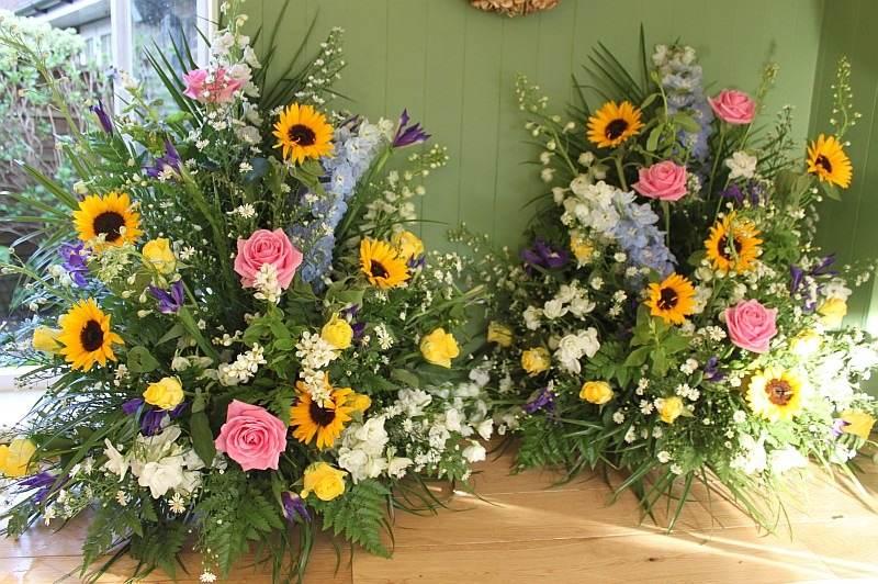 sunflower pedestals