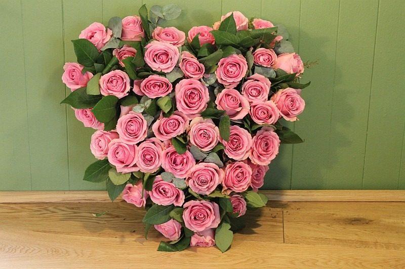 c1 pink rose heart