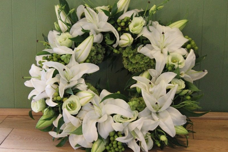 c1 green and white wreath