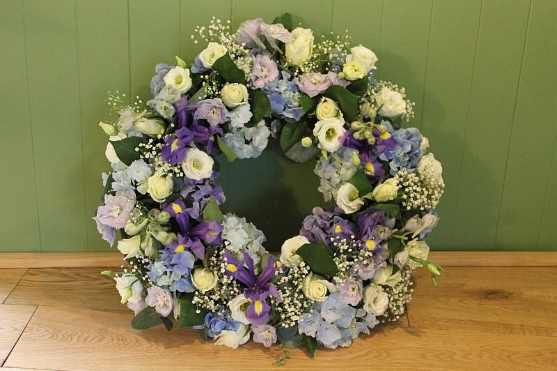 c1 lilac purple white wreath