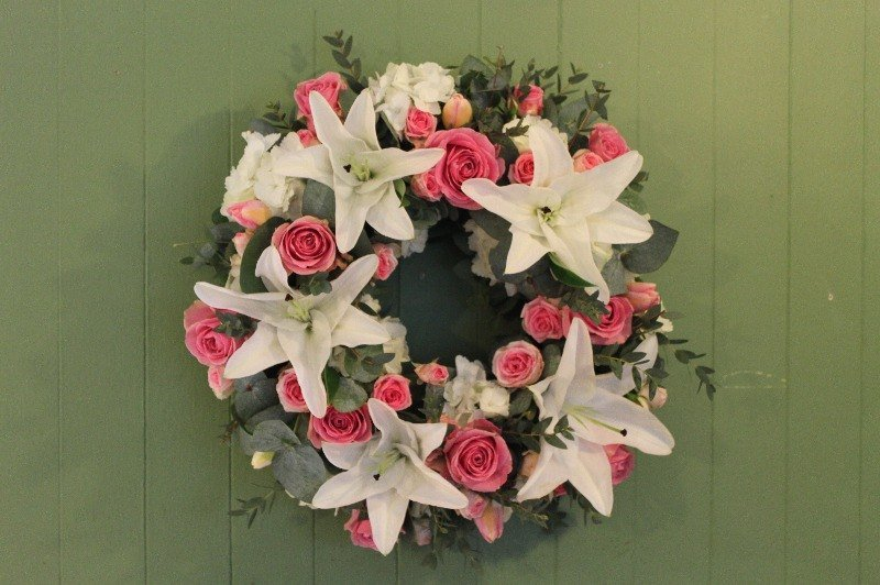 c1 pink and white wreath