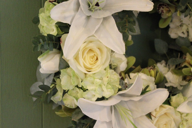 c1 white and green wreath