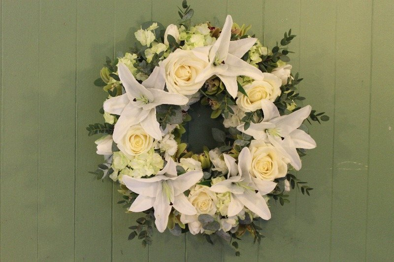 c1 white and green wreath1