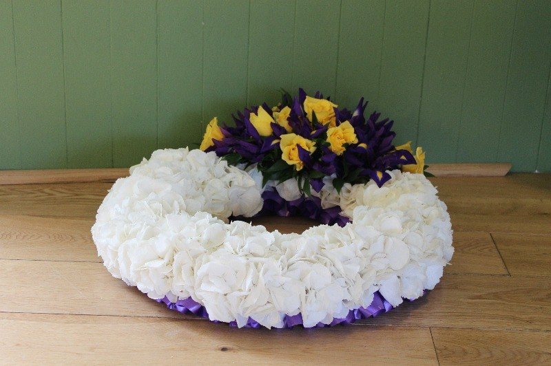 c1 white hydrangea wreath