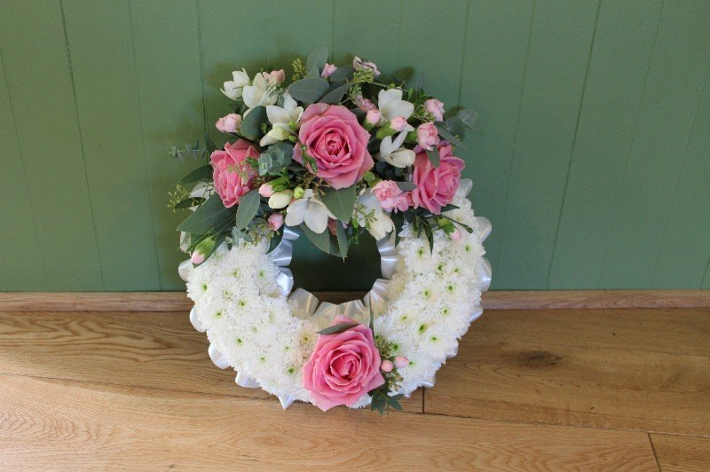 c1 white massed wreath