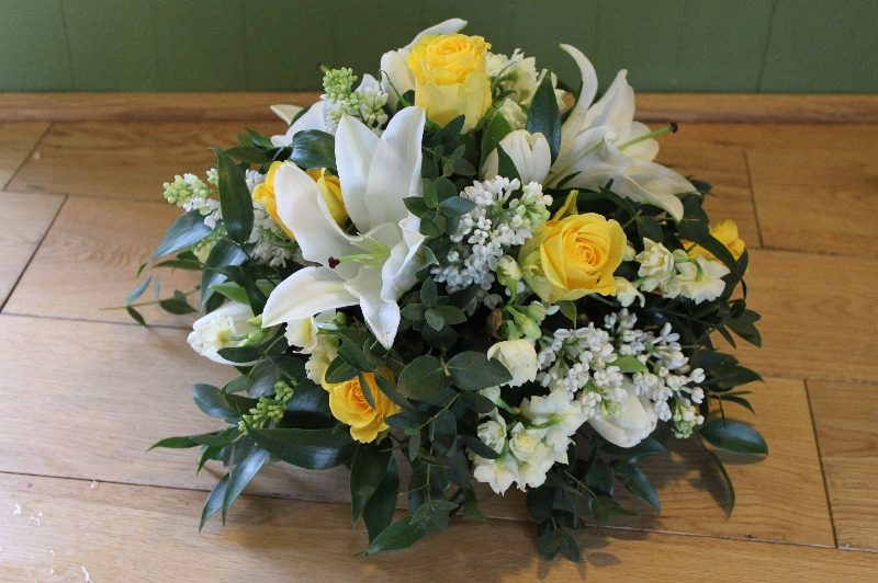 c1 p yellow and white posy