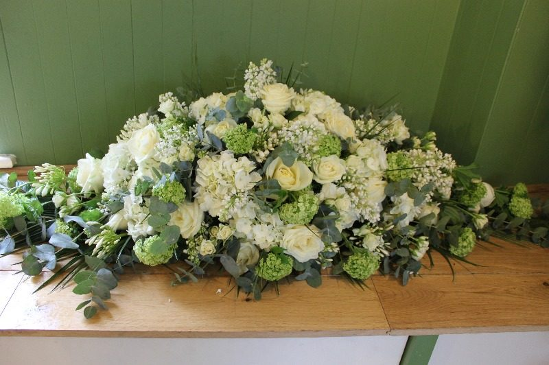 white rose and hydrangea de