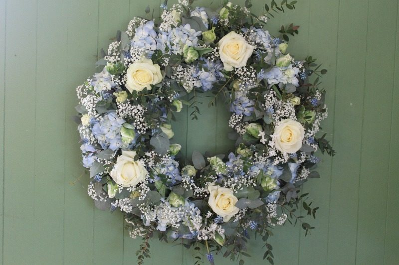 24 wreath blue and white