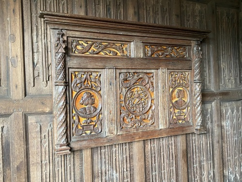 A Fine And Rare Set Of Five Henry VIII Period Oak Panels .