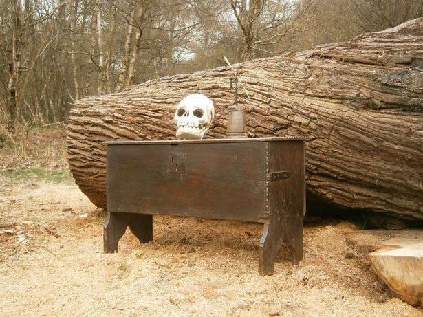 16th century Elizabethan Oak board chest PG