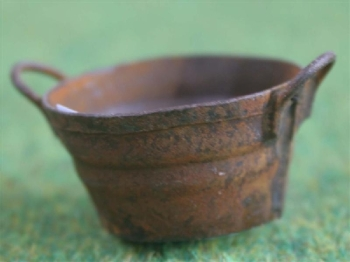 Rusty small round bucket