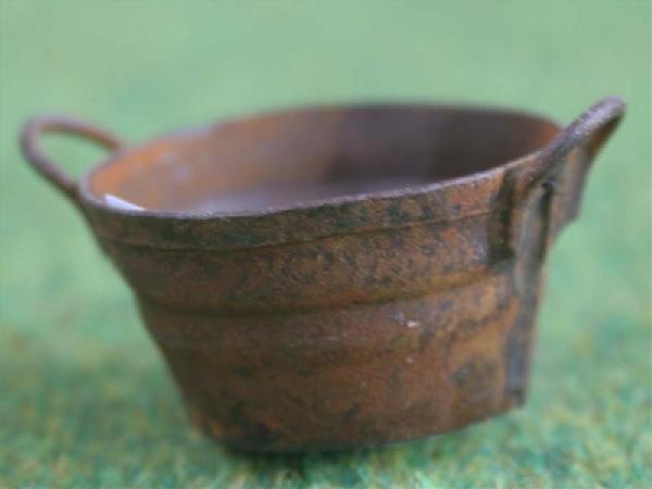 Rusty small round bucket