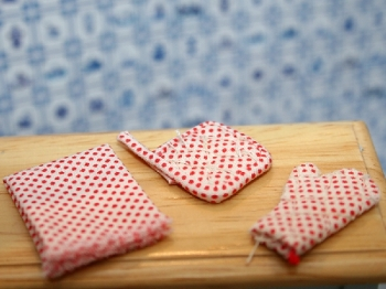 Red Kitchen set - oven gloves, pot handlers