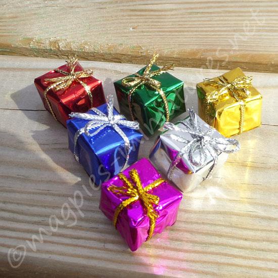 Set of 6 Christmas presents 1.5cm (Medium)