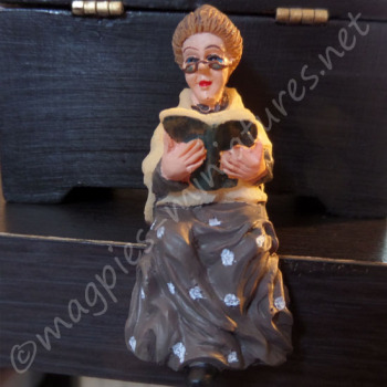 24th scale Gradmother Sitting