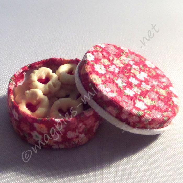 Sweet Jammy Biscuits in round box