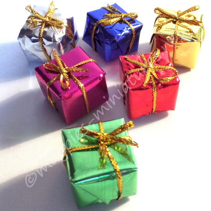 Set of 6 Christmas presents 2cm (Medium)