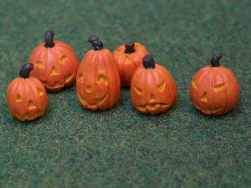 Set of 6 carved Halloween pumpkins