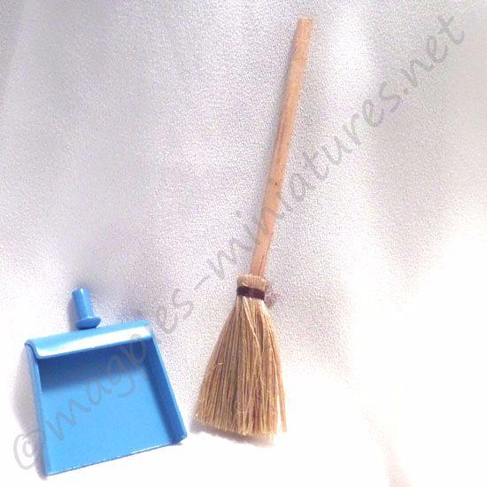 Blue dustpan and brush set