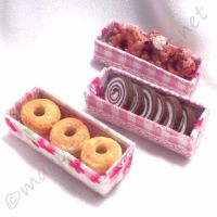 Set of 3 bakery display cakes with acetate lidded boxes