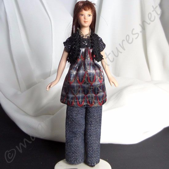 Lady - Woman in tunic