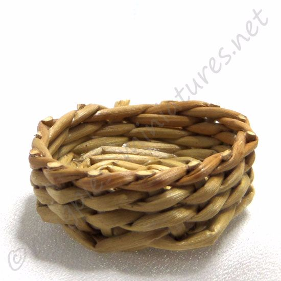 Round wicker bowl