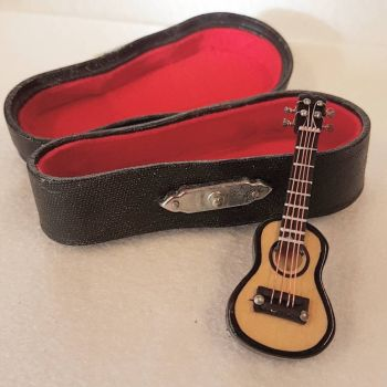 Acoustic Guitar with Case - 1:24 24th Scale