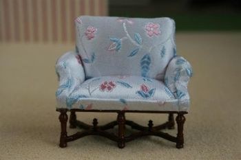 Dollshouse Miniature-24th Scale Settee