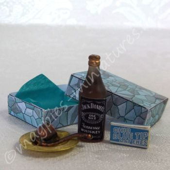 Boxed Gift Set - Whiskey and Smoking set