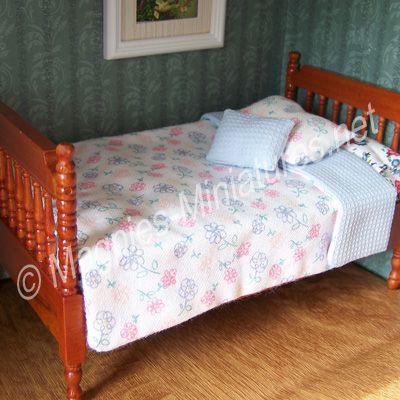 Reversable Blue Bedding Set