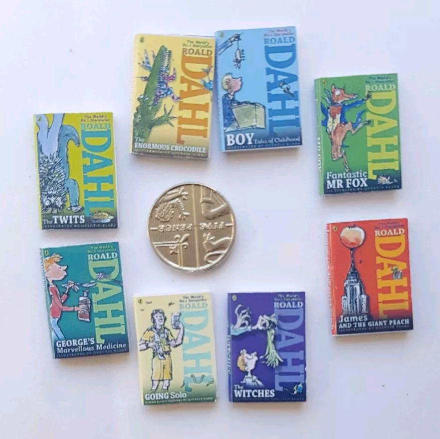 8 x Roald Dahl books SET 1