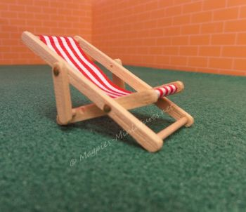 Light wood 24th Scale Deck Chair - Red
