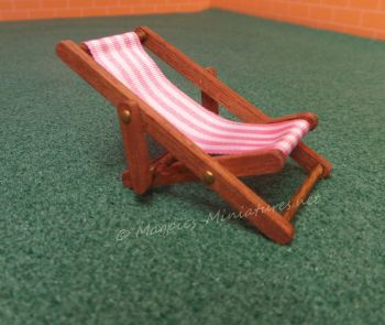 Dark wood 24th Scale Deck Chair - Pink