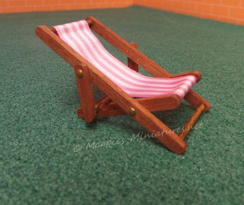 Dark wood 24th Scale Deck Chair - Pink
