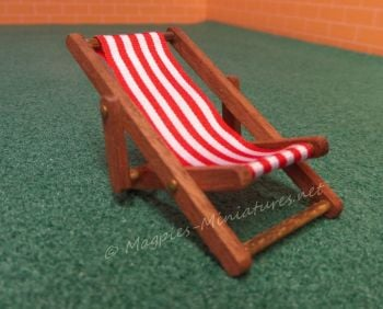 Dark wood 24th Scale Deck Chair - Red