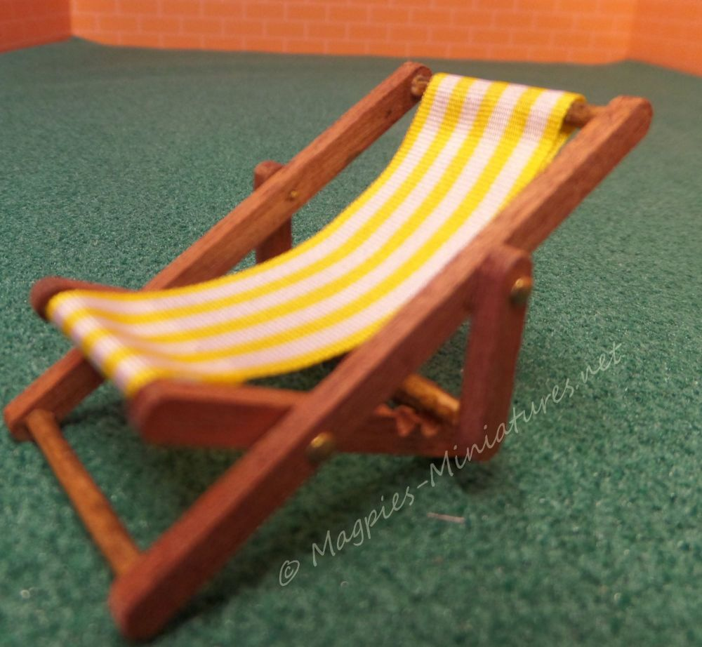 Dark wood 24th Scale Deck Chair - Yellow