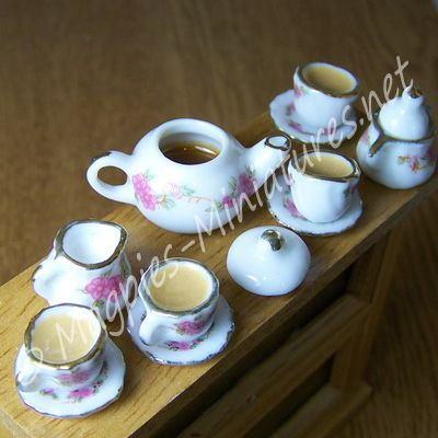 DA72F Filled Rose Tea Set