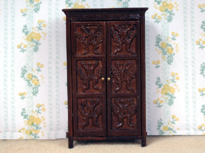 24th Scale - Tudor Linen Cupboard