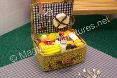 Picnic Hamper Full of Tasty Goodies and removable cutlery