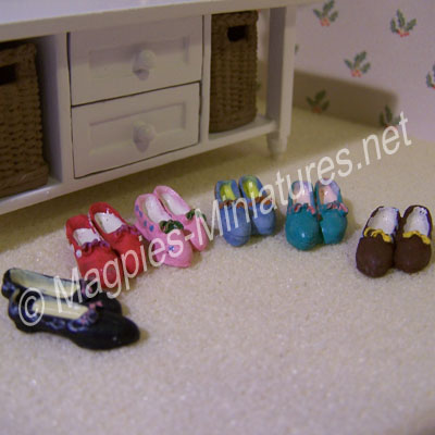 6 Pairs of ladies shoes, assorted colours