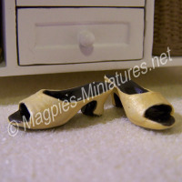 Pair of ladies shoes - yellow
